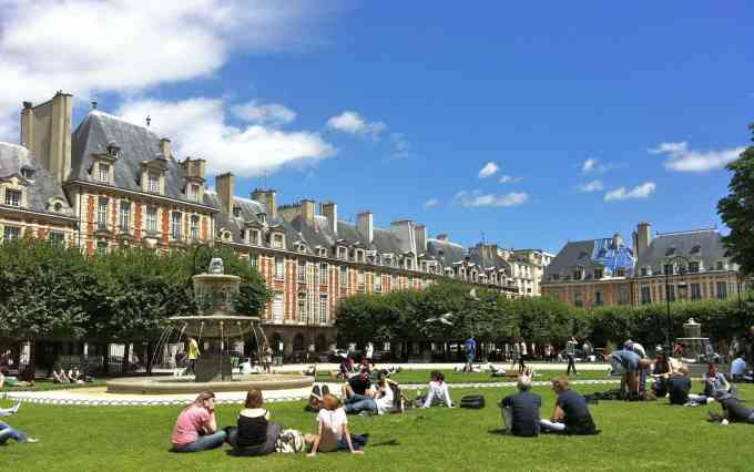 Place des Vosges - Marais - Paris