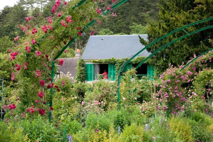 Casa de Monet vista desde su jardín en Giverny