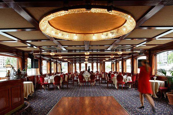 Best Dinner Cruises for New Year's Eve 2020 in Paris