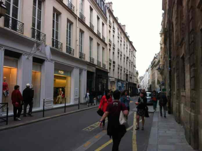 Shopping in le Marais neighborhood – Paris