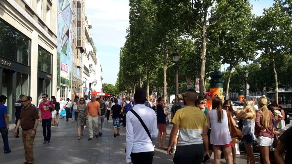 Shopping auf der Champs-Elysees