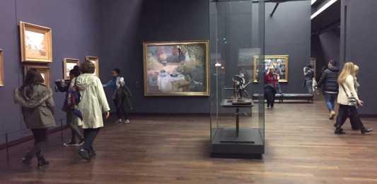 Visitantes en el Museo de Orsay en París