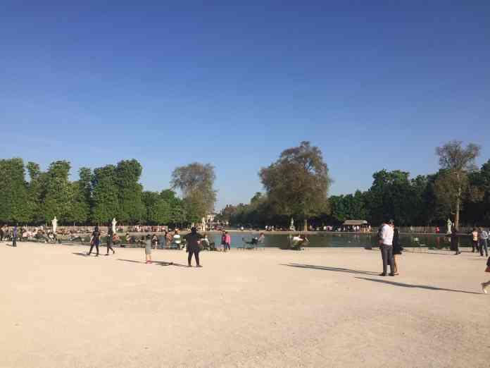 Sonniges Wetter im April in Paris
