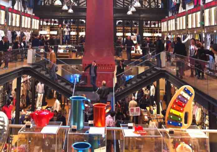 Uniqlo Store in Paris le Marais