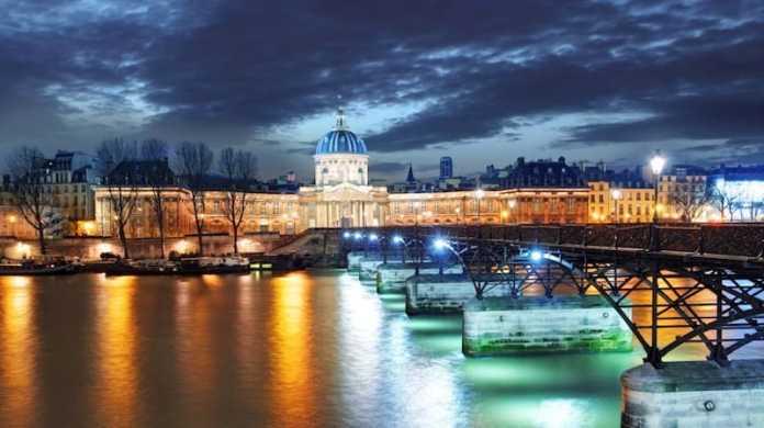 Crucero con Cena por el Sena de Bateaux Parisiens del Año Nuevo en París