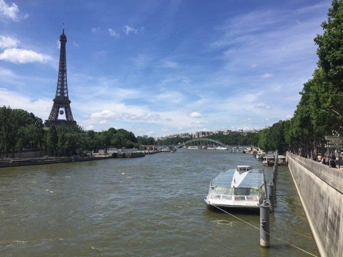 Bateau-Mouche y la Torre Eiffel