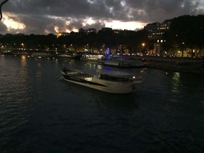 Vedette de París al caer el sol