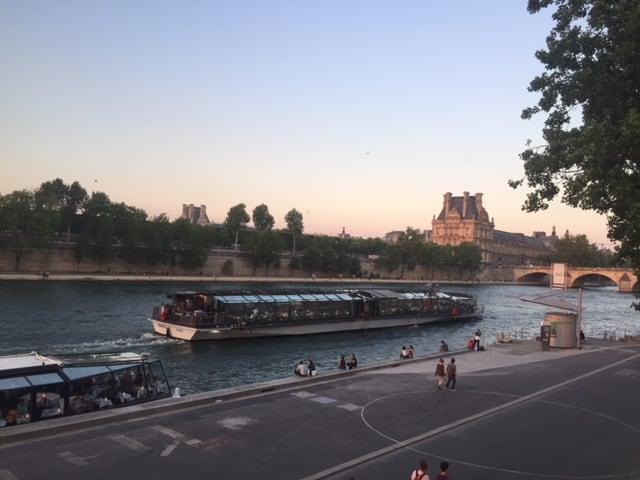 Cena crucero Bateaux Parisiens - París en 2 días