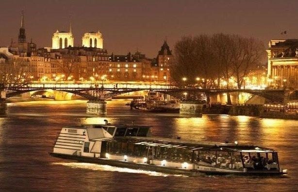 Abendessen auf der Marina de Paris