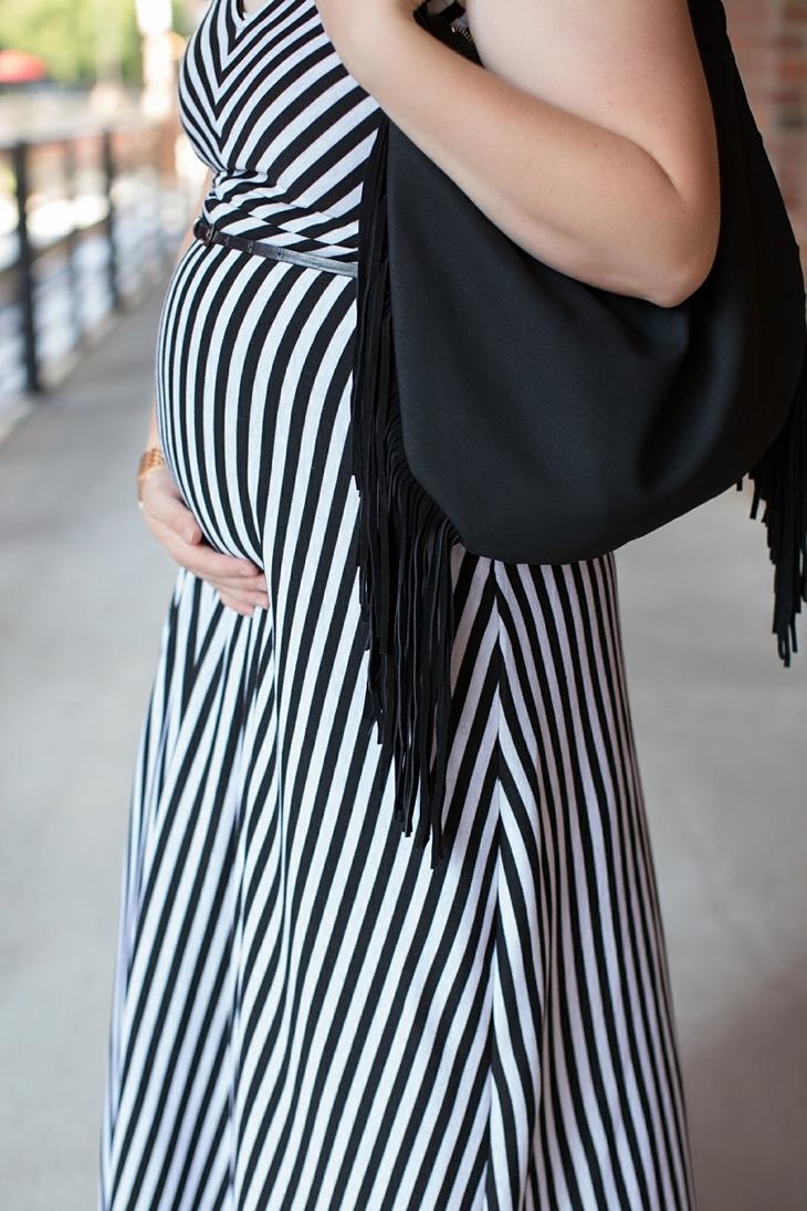 Striped maxi dress, black fringe bag - Maternity / Pregnancy Style (7)