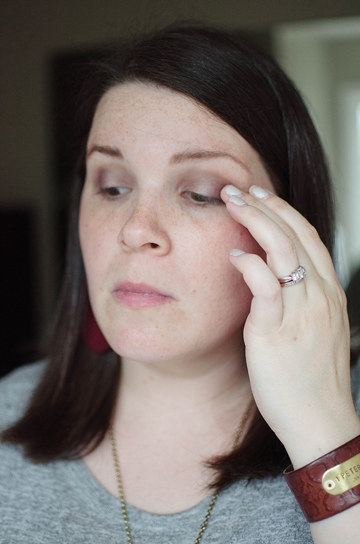 Simple Holiday Plum-Inspired Makeup Tutorial with NEUTROGENA Cosmetics (16)
