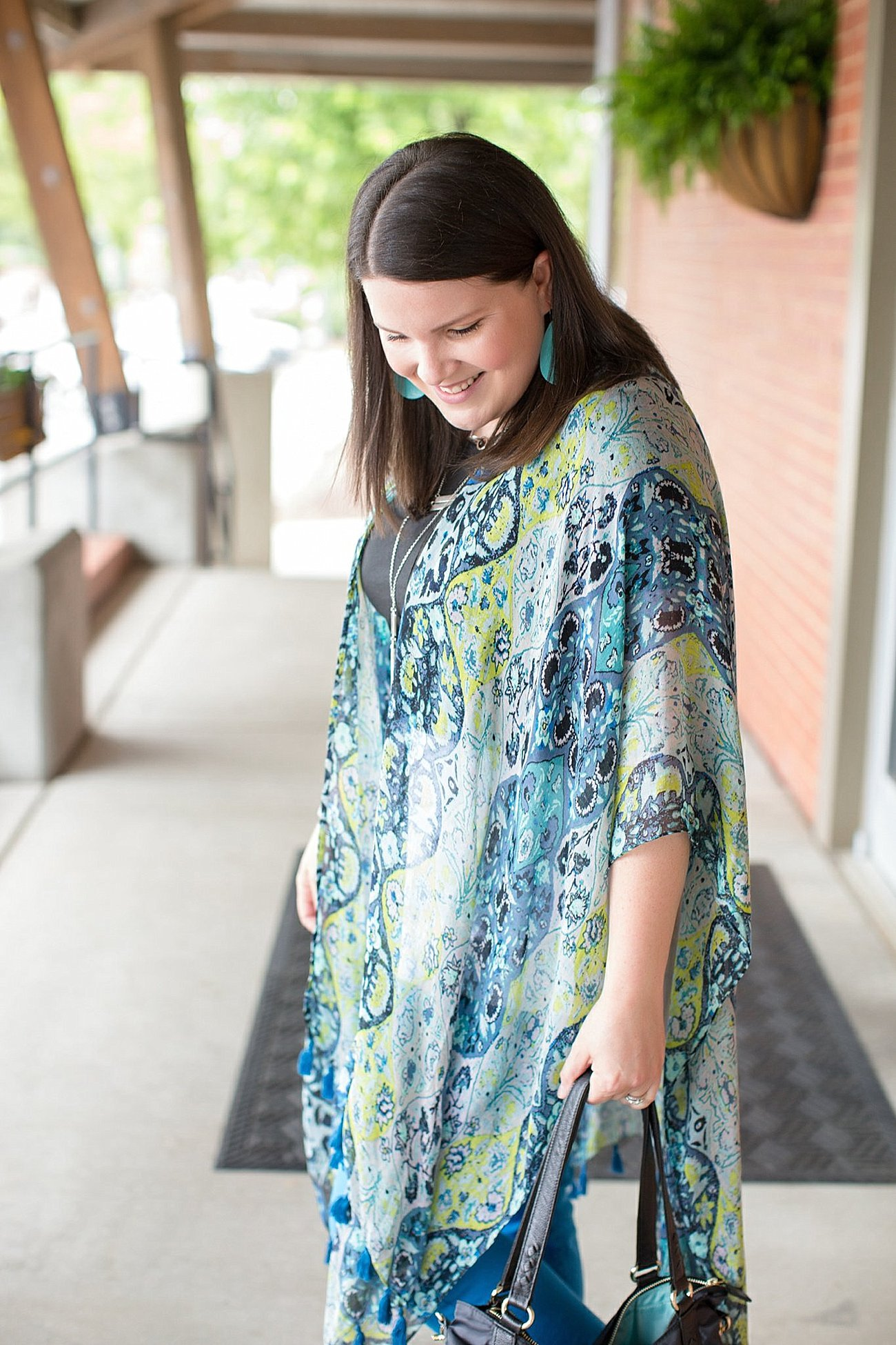 "Threads 4 Thought ruana, Elegantees ""Riley"" tee, Margaret M Stitch Fix jeans, Lily Jade diaper bag   North Carolina Fashion Blogger (7)"