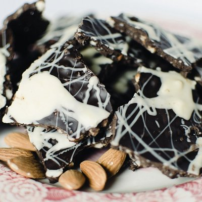"DIY ""Bark Thins"" Dark Chocolate Almond Bark Recipe"