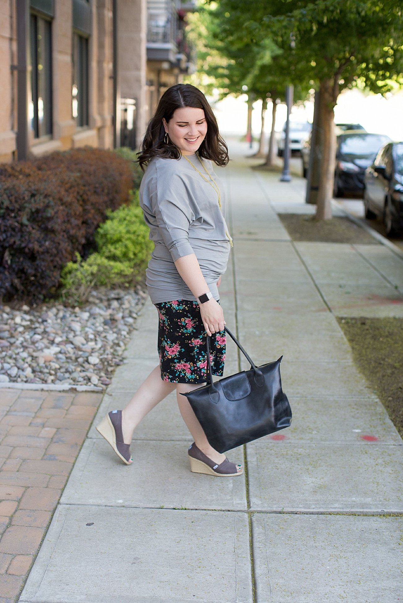 """Elegantees """"Cassie"""" ruched dolman sleeve tunic, Agnes & Dora floral pencil skirt, TOMS wedges, ethical fashion blogger (4)"""