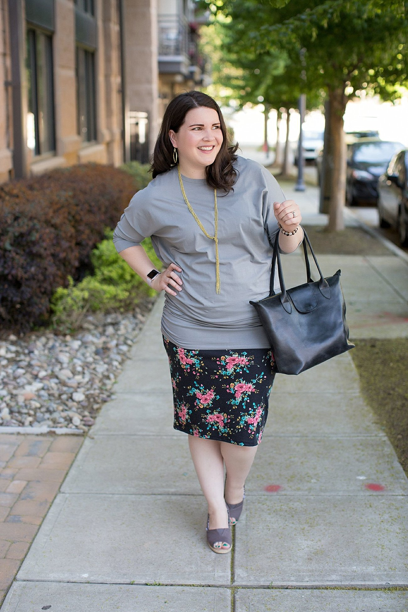 """Elegantees """"Cassie"""" ruched dolman sleeve tunic, Agnes & Dora floral pencil skirt, TOMS wedges, ethical fashion blogger (7)"""