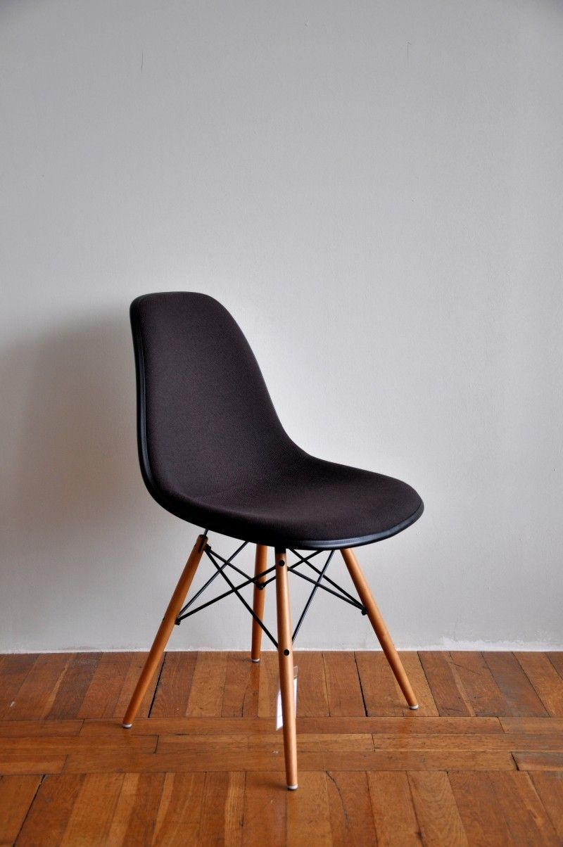 Eames Plastic Side Chair DSW von Vitra  Outlet Sale