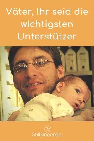 Vater mit Neugeborenem auf dem Arm