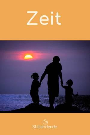 Ein Papa mit seinen Kindern am Meer