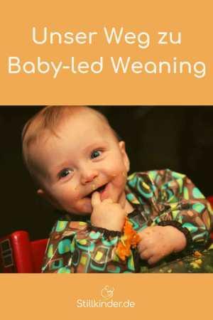 Fröhliches Kleinkind beim Essen
