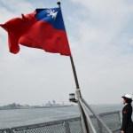 [시사] 트럼프, 중국 쪼개기 본격 나서나? '대만여행법' 서명으로 양국 공직자 교류 가능.