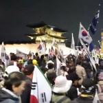 [시사] 문(文) 정부 규탄 효과 높아. 태극기 야간 집회 확장되나?