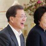 [시사] 문재인, 청와대서 기생충 멤버와 '짜빠구리'먹으며 웃음 꽃 피워