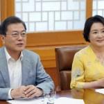 [시사] 文 긴급재난지원금 60만 원 '받지 않는 형태의 기부'?