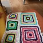 Granny-Squares für die kurze Sofaseite