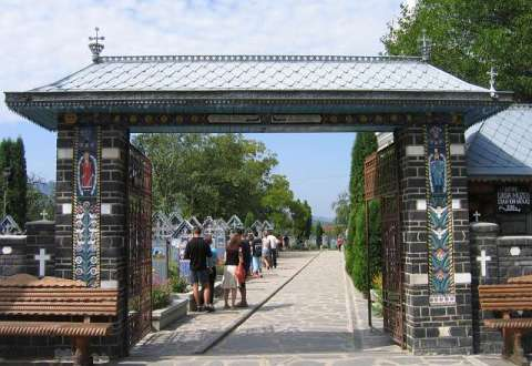 """Proiectul """"Drumul lung spre Cimitirul Vesel"""" - Festival Intercultural de Tradiție Maramureșeană beneficiază de fonduri europene nerambursabile prin Programul Operațional Regional 2007 – 2013 și dorește să promoveze satul românesc."""