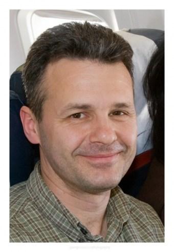 2008 – Radu in avion bucuros ca merge in tara sfanta