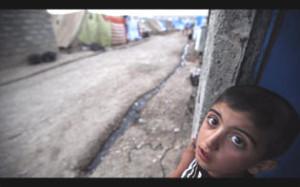 Un băieţel în sat via assistnews.net