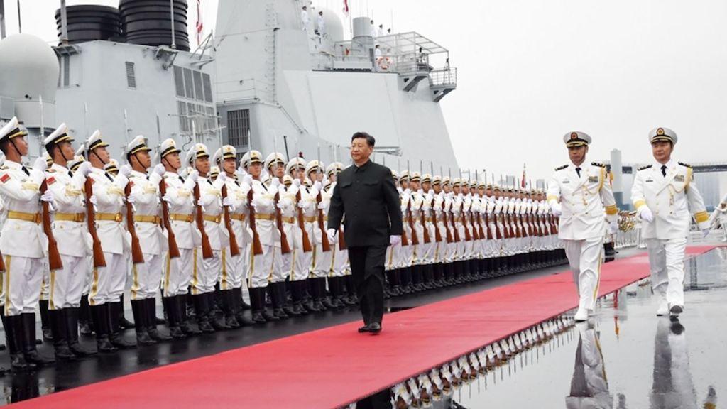 Preşedintele Xi Jinping la o paradă a marinei