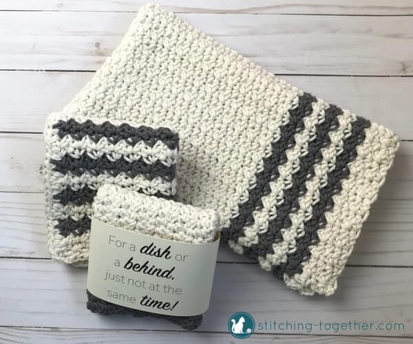 Free crochet pattern for this modern farmhouse dish towel. Add diy rustic style to your kitchen or bathroom.