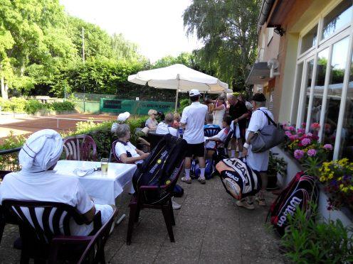 Die großzügige Terrasse vor dem STK-Klubhaus