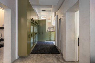 a-cool-corridor-with-built-in-storage