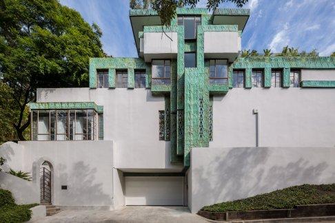 the-samuel-novarro-homes-distinctive-facade