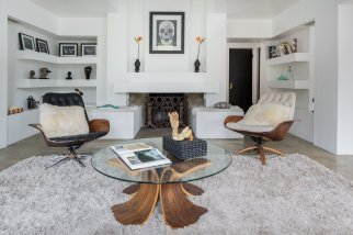 the-updated-living-room-is-in-keeping-with-the-architects-original-vision