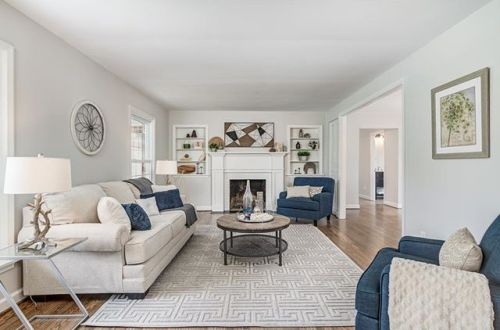Located on a quiet street off of Geyer with Kirkwood Schools is this impeccable home that has undergone a substantial gut rehab | 515 High Meadow Road now offered at $795,000 – from stlouis.style on Instagram