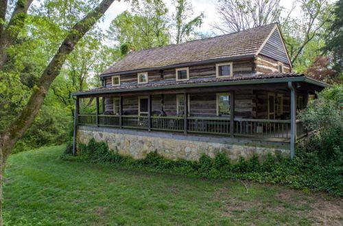 Riverwoods Log Compound & Chapel | 985 Charrette Lane