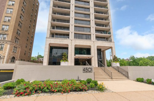 Inside Updated Two Bedroom Condo in Lindell Terrace | 4501 Lindell Boulevard #10B