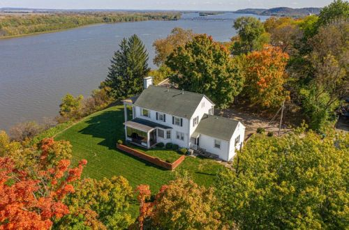 Stately Home Overlooking the Mississippi River | 201 Noyes Street
