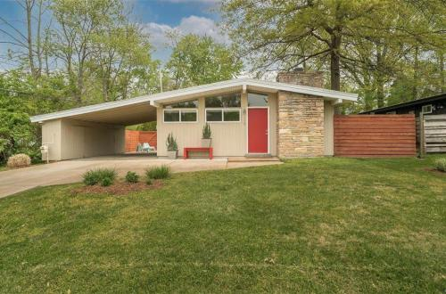 Super Fresh Mid-Century Modern Dream | 1410 Fournier Drive