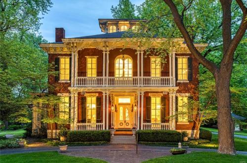 The Larimore House | 11475 Lilac Avenue