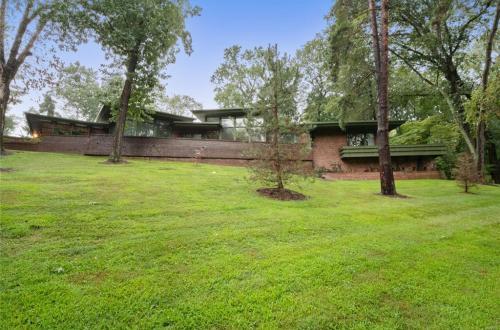 Fantastic Opportunity to Renovate a MCM in Ladue | 1700 Warson Estates