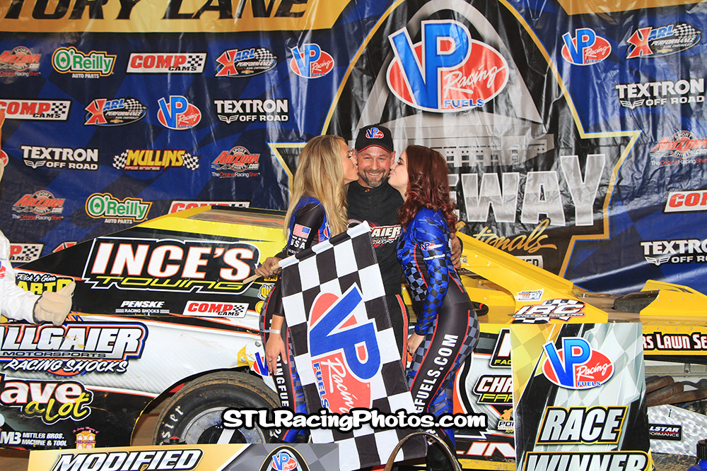 Ray Bollinger takes Modified win at the Gateway Dirt Nationals