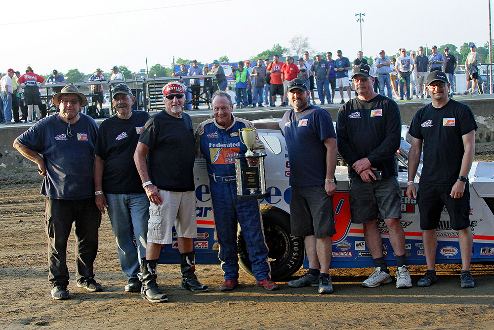 Ken Schrader takes UMP Modified win at Indy Mile final event!