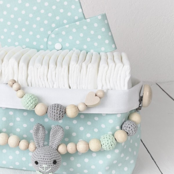 Geschenkkorb Kinderwagenkette Schnullerkette Geburtsgeschenk Geschenkidee Geburt