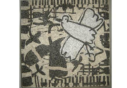 Jean Gaudaire-Thor: lo scialbo (colomba), 2005, marmi, cm 85 x 85.