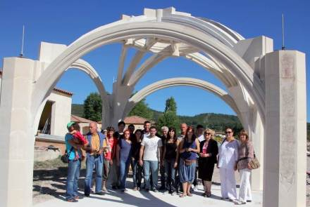Freestanding limestone vault: one of the winners of the 3ème Concours d'Architecture Pierre Naturelle.