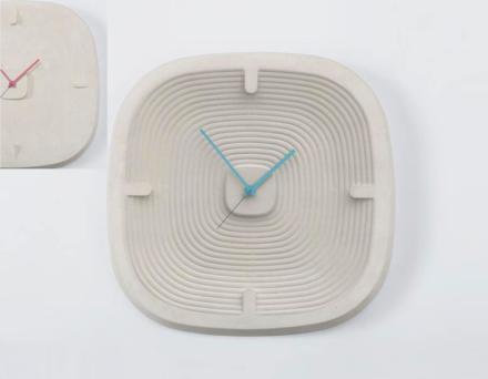 """""""1480"""" dello stesso designer ricorda la battaglia di Otranto. Le linee circolari nel quadro del orologio sono state ideate per simbolizzare il passare del tempo."""